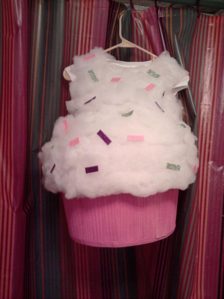 DIY cupcake costume!