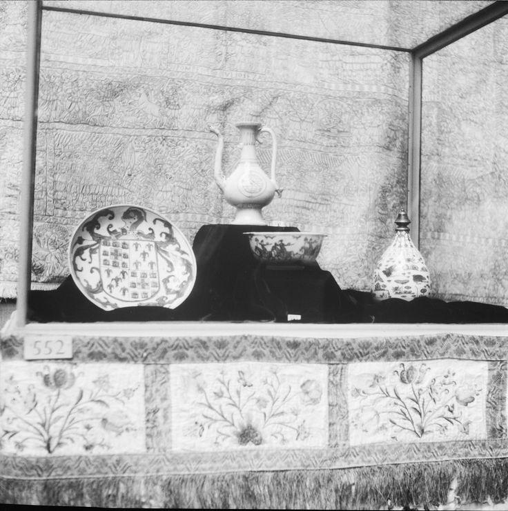 Exposição de Arte Portuguesa realizada em Londres na Royal Academy of Arts, Outubro 1955-Fevereiro 1956. Fotógrafo: Mário  Novais, 1899-1967. Data de produção da fotografia original: 1955-56.  [CFT003 011153.ic]