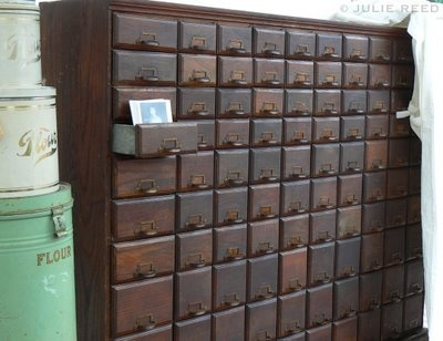 Tons of little drawers... how nice.