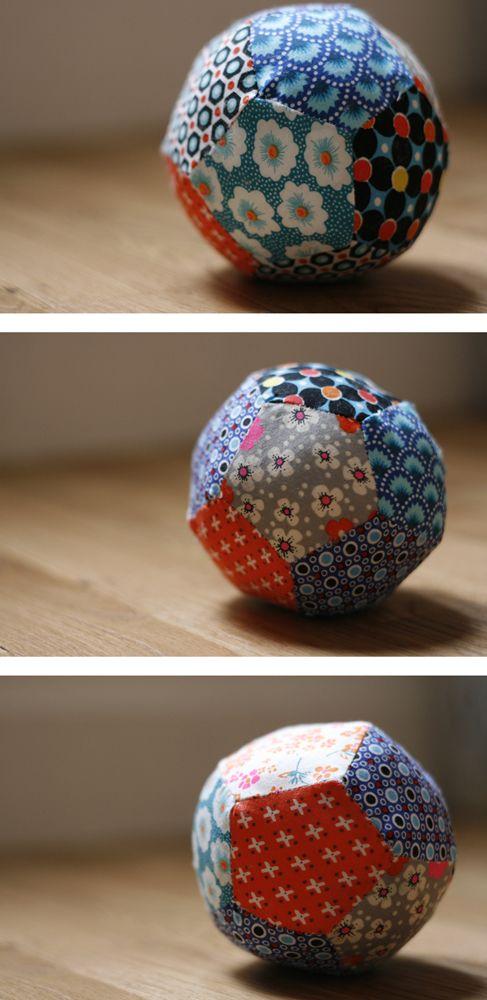 balle - 12 pentagones de 5.5cm de côté (marges comprises) taillés dans des chutes de tissus