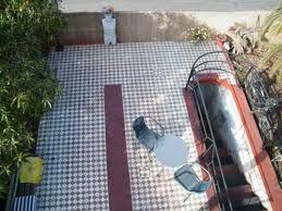 Amplia terraza para descansar en Patio Ferreiro B&B Cartagena, Chile.