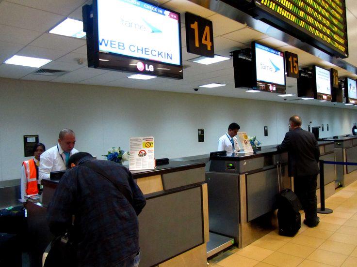 Counter de @TAME_EP en aeropuerto de Lima Reseña del vuelo Lima-Quito-Lima con TAME EP #TAME #Lima #Quito #Vuelo http://www.placeok.com/viajar-a-quito-con-tame-resena-placeok/ Marzo 2015