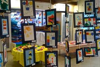 Qué hermosa manera de mostrar el trabajo del estudiante ... sobre todo obras de arte.
