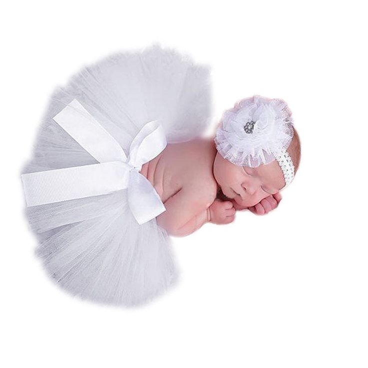 These cute bloomers and headband set are perfect for baby photo,gift giving,baby showers!!! The set is suitable for 4M-24M and available in plenty of colors to choose from for the perfect Photo of you
