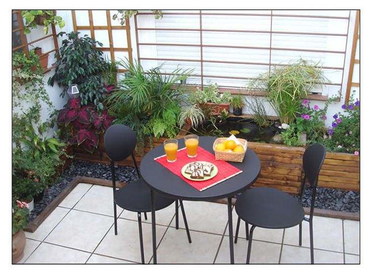 Patios interiores modernos peque os buscar con google for Decoracion patios internos