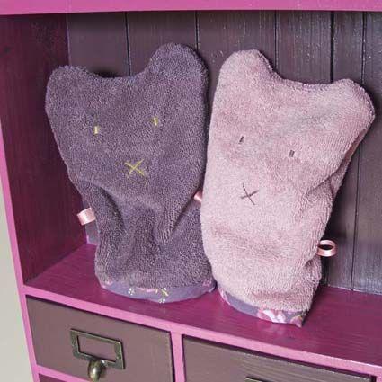 Schattig washandje in aubergine en oud roze voor in meisjes badkamer, van Glorious Lou