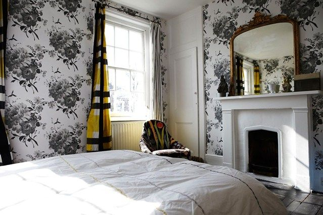 Wonderful wallpaper antiques modern and bedroom wallpaper for Bedroom wallpaper decorating ideas