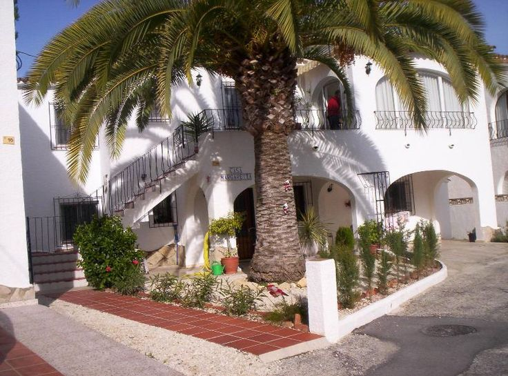 2 Bedroom Villa in Moraira to rent from £250 pw, with a shared swimming pool. Also with balcony/terrace and DVD.