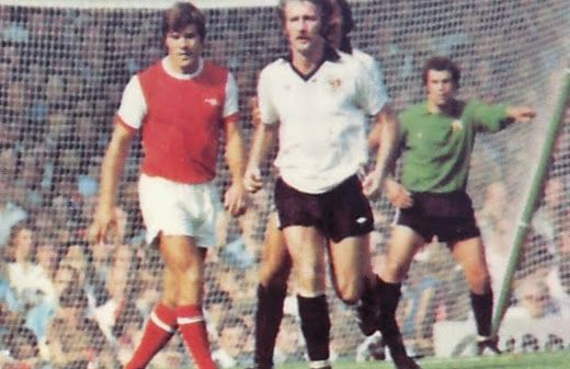 Arsenal 0 Bristol City 1 in Aug 1976 at Highbury. Malcolm MacDonald and Gerry Gow in action #Div1