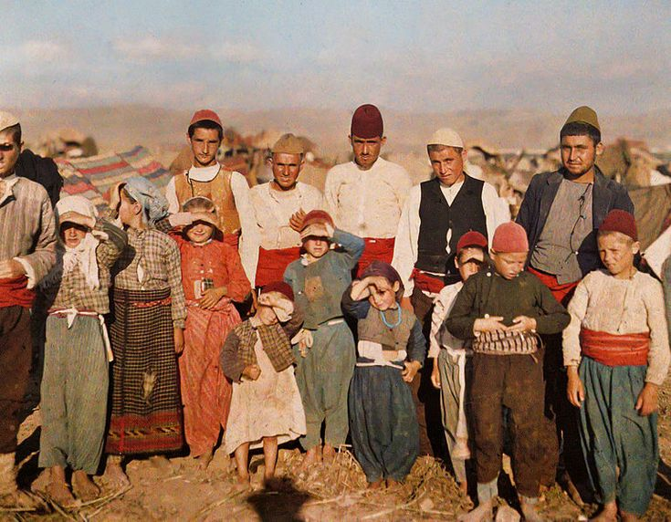 Turkish refugees from Edirne, 1913, Stéphane Passet, public domain via Wikimedia Commons.