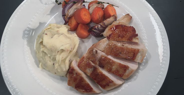 [ I n g r e d I e n t s ] 4 chicken breasts (skin on) Knob butter 2 thyme sprigs 1 garlic clove 1/2 lemon 3 agria potatoes Milk 1 bay leaf 50g butter, chilled and dices Nutmeg  [ m e t h o d ]  Peel potatoes and ...