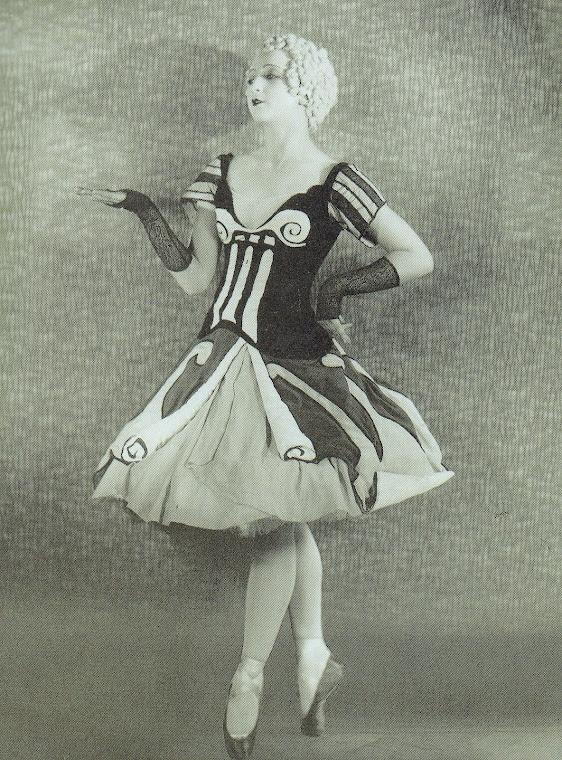 O balé O Baile [Le Bal], com argumento de Carlo Rietti, coreografia de Georges Balanchine, cenários e figurinos de Giorgio de Chirico, teve a montagem supervisionada por Bóris Kochno. O balé, foi dançado por Anton Dolin como par de Alexandra. Danilova, nesse espetáculo que estreou em Monte Carlo (7 de maio, 1928). Um desenho de traje e três fotografias posadas dos bailarinos, se encontram reproduzidas (SHEAD, 1989: 166-169).
