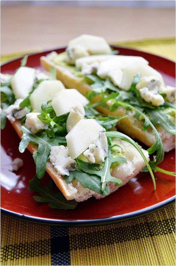 Taste me! Eat me!: Bagietka z gorgonzolą, awokado i gruszką