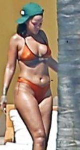 Prova costume anticipata e non supera. Rihanna mostra un corpo ingrassato e pieno di cellulite! Siamo ancora all'inizio di Maggio ma dato le alte temperature si possono benissimo anticipare le vacanze. L'unico problema però sta nel fare i giusti conti con una prova costume anticipata! Prova costume non superata daRihanna. La popstar ha deciso bene L'articolo Rihanna non supera la prova costume sembra essere il primo su Gossip Italiano - Tutto sui VIP italiani.