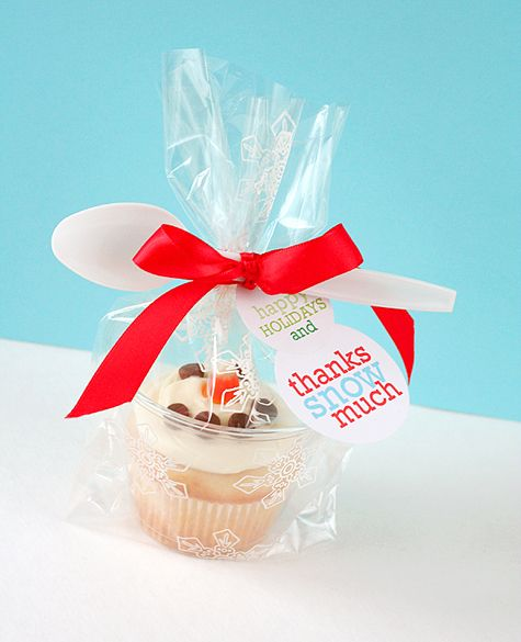 Love this for holiday gift wrap - cupcake in a plastic cup, bagged. Nice! (actually this works for any sort of cupcake-containing need)