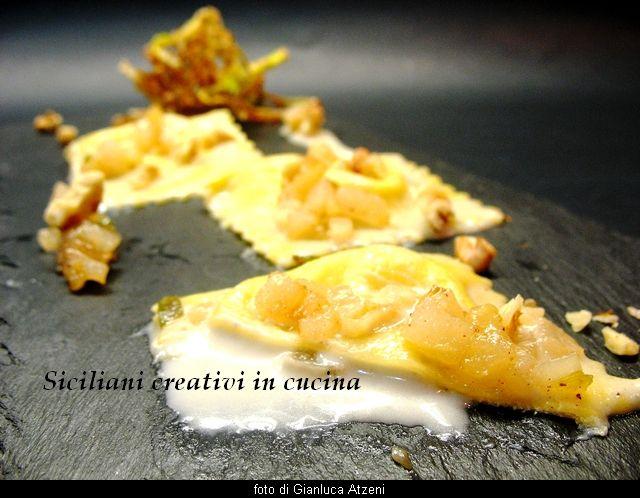 Ravioli al gorgonzola con cuore liquido, pere e noci