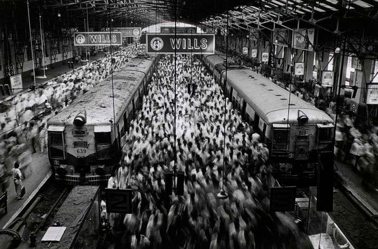 sebasti_o_salgado_church_gate_station_1995.jpg 1,600×1,056 pixels