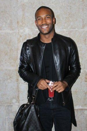 Qual a peça mais cool para usar na cidade de Lisboa?Casaco de pele preto Por Wilson Pires, Assistente de Loja.