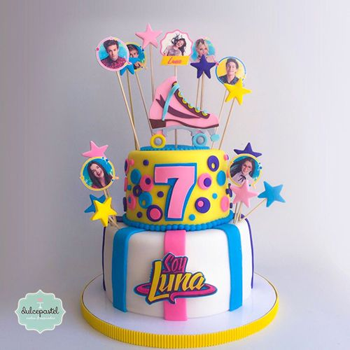 Torta de Soy Luna en Medellín por Dulcepastel.com ✨ ⭐️ #Soyluna #rollerskate ⛸#tortasoyluna #luna #karolsevilla #tortasmedellin #ruggeropasquarelli #valentinazenere #michaelronda #carolinakopelioff #disneychannel #cupcakes #tortasfrias #tortasfondant #tortasartisticas