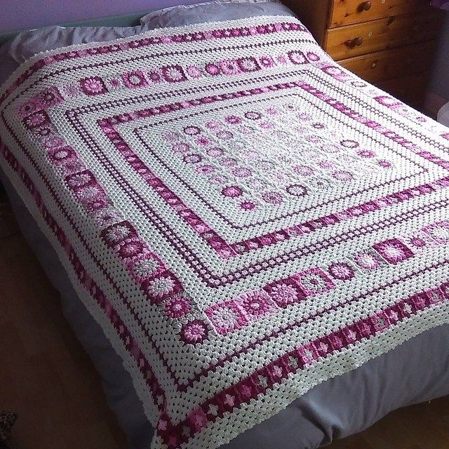 This is the beautiful Grace Blanket that Anita Gibney of 'My Craft Life' on Instagram and Facebook designed and wrote.