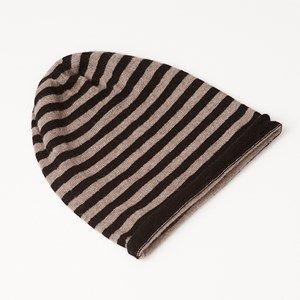 AIDA hat with stripes, black/beige melange stripes. This hat has 9mm wide stripes and is made in the softest, sustainable wool from a family owned spinning mill in Italy. A hat that will keep you warm and comfortable.