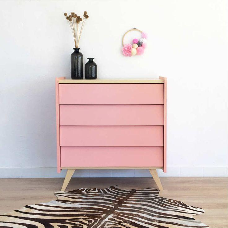 Kommode im Vintage-Look mit skandinavischem Vibe. In rosa – als Hingucker in deiner Wohnung. Zu finden auf Etsy.