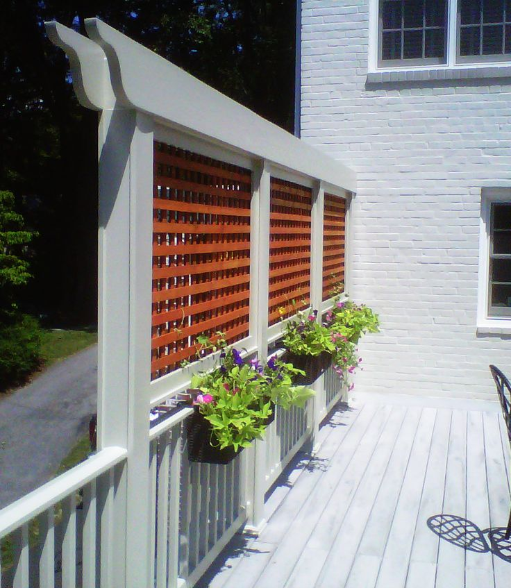 http://www.petrodesignbuild.com/blog/wp-content/uploads/2011/09/lattice-wall-with-flowers.jpg