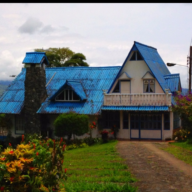 Europa en el Valle del Cauca... Hermosa casa en medio de las montañas en la vía hacia el Lago Calima