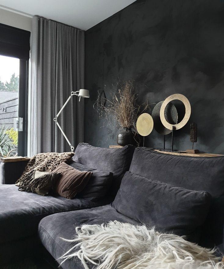 Een Zwarte Muur In Huis Met Een Prachtige Betonlook Huizedop Interieur Woonkamer Woonkamer Decoratie Huis Interieur