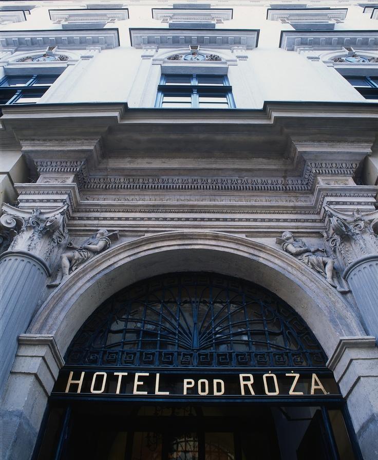 Wejście frontowe hotelu.