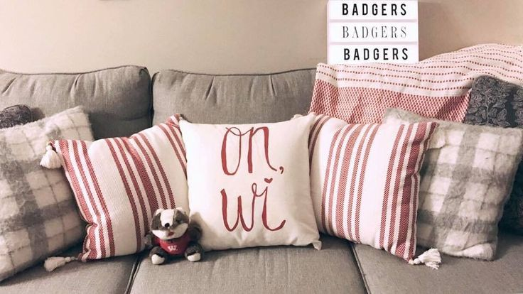 Home decor, March Madness style! DIY Wisconsin Badgers pillow ❤️