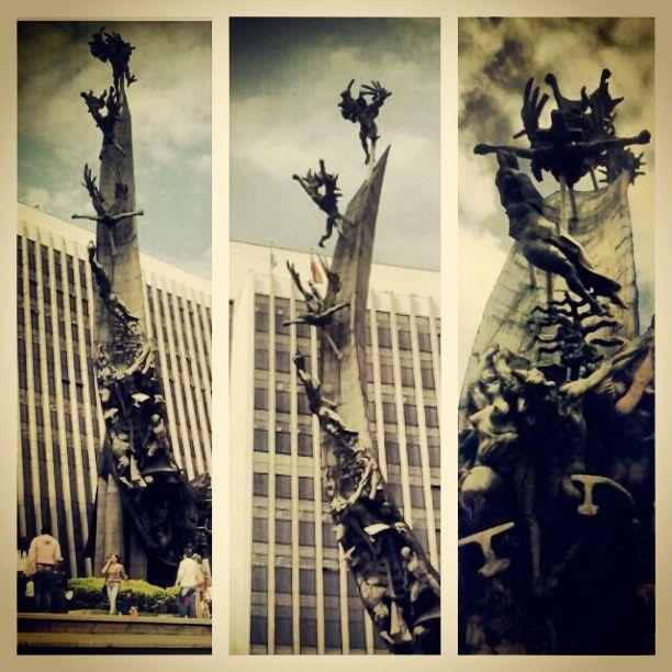 Monumento a la raza del maestro Rodrigo Arenas Betancourt en la Sede Administrativa La Alpujarra. Medellín,Antioquia (Colombia) Photo by g_arango