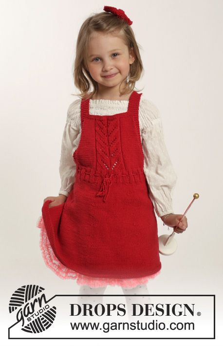 Sweet dress with #lace pattern in and hair bow for the girls. New #FreePattern by #DROPSDesign #knitting