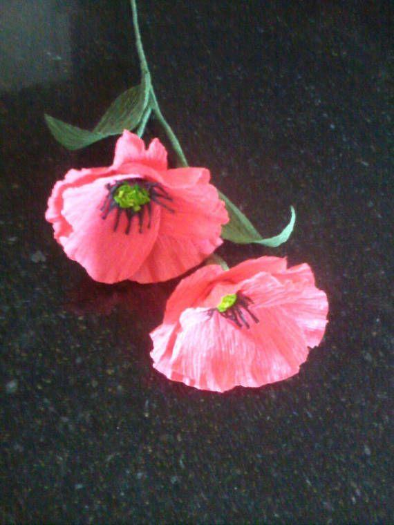 Composizione di fiori realizzati in carta crespa. Si possono richiedere per abbellire sala da ricevimento come centro tavola per Matrimoni, Battesimi, Comunione, Cresima, Laurea, ecc. Si possono richiedere anche di diversi colori.