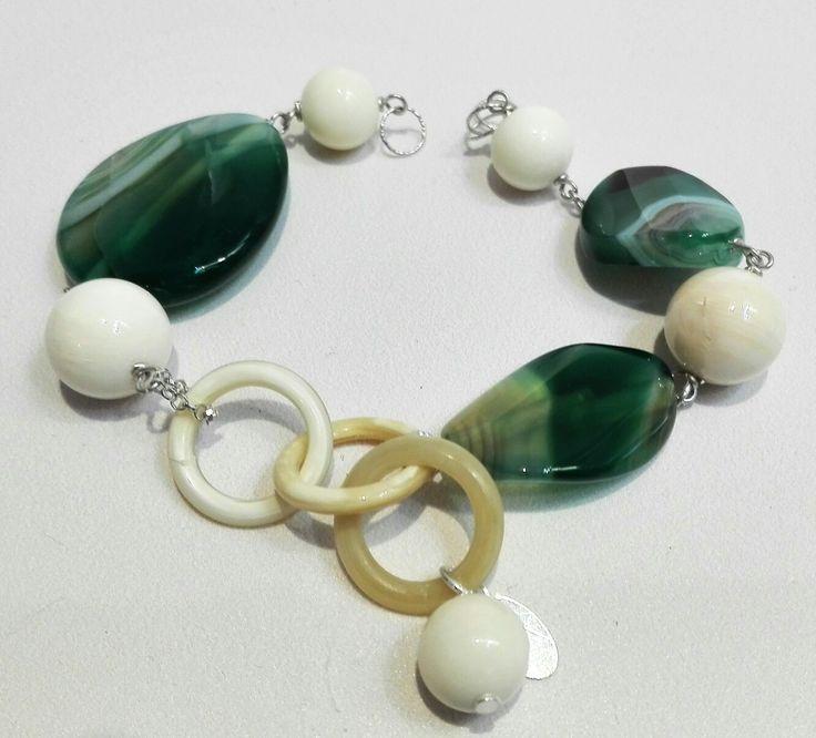 Etra Gioielli. Bracciale in argento, corno e agata verde