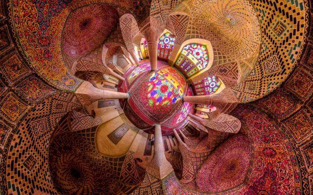 TUTTO LO SFARZO DELL'ARCHITETTURA IRANIANA IN UNA SERIE DI FOTOGRAFIE Il giovane fotografo iraniano, Mohammad Reza Domiri Ganji, stà diventando una stella nel firmamento del web 2.0, grazie a una serie di fotografie che documentano la bellezza dell'architettura persian #arte #fotografia #architettura #iran