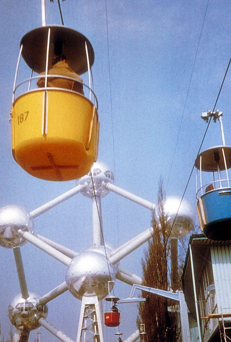 Atomium & Telelift #atomium #expo58 #worldexhibition #worldfair #bruxelles #brussels #brussel #1958 #atomicage #expouniverselle #wereldtentoonstelling