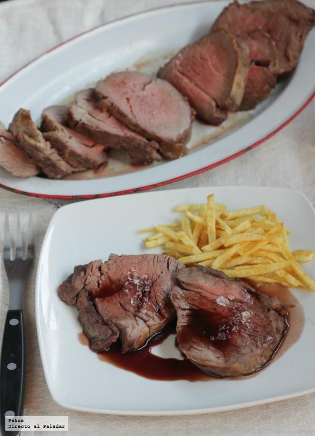 Receta de solomillo de buey al horno con salsa de vino tinto reducida. Sabrosa receta de carne con fotos paso a paso y trucos de elaboración y pre...