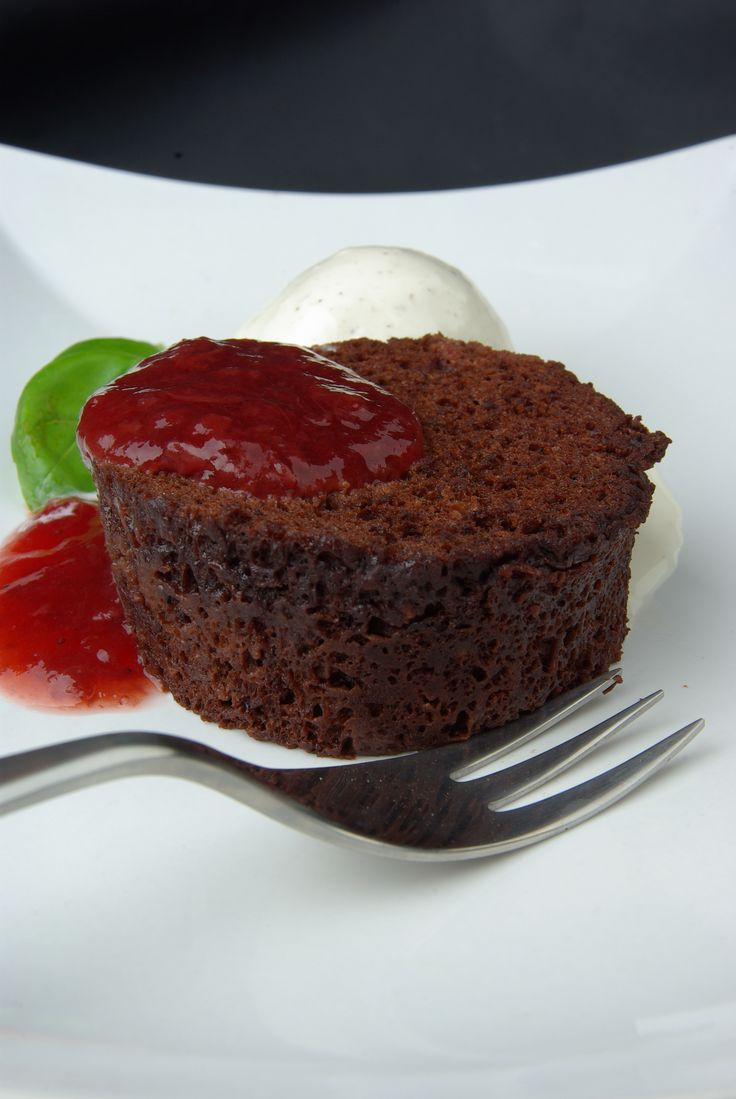 Stevia sweetened mugcake with sugarfree jam and sugarfree icecream.