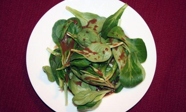 Das perfekte Feldsalat mit Honig-Senf-Balsamico Dressing-Rezept mit einfacher Schritt-für-Schritt-Anleitung: Den Feldsalat putzen. Die Zutaten für das…