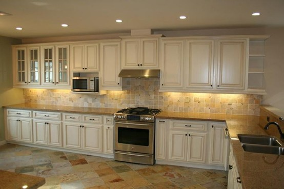 Antique white kitchen cabinets kitchen design photos for Hygena vintage kitchen units