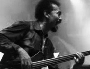 "To 1986 ο Πορτορικανός Bobby Valentin διασκεύασε με μεγάληεπιτυχία, προσδίδοντας το προσωπικό του ύφος, ένα διαχρονικό πλέονκομμάτι από τη δεκαετία των '80s, ""Part-Time Lover"", του StevieWonder."