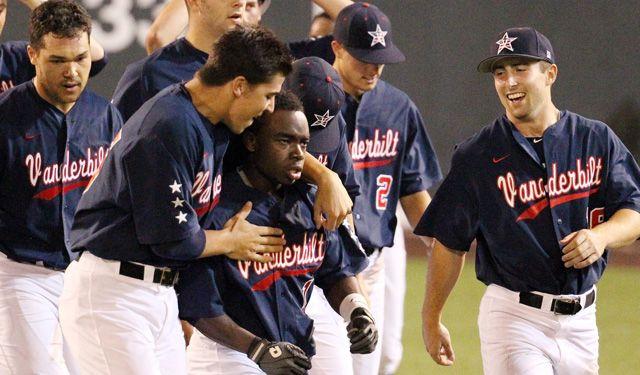 Vanderbilt Baseball advances to the Super Regionals. #GoDores #RoadToOmaha