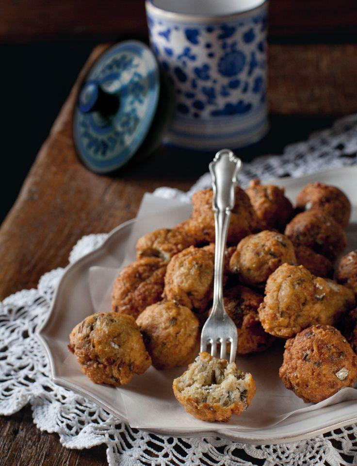 Le polpette di alici sono un piatto sfizioso e velocissimo da realizzare, con tutto il sapore del Mediterraneo. Prova la ricetta di Sale&Pepe.