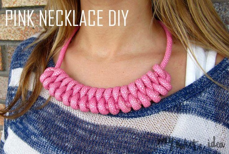 A veces hago DIY complicados, pero no es el caso de este collar, es un trenzado muy fácil y comopodéisver, muy vistoso, eso si, ayuda...