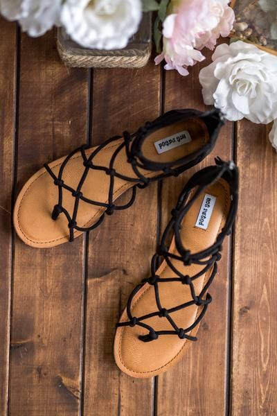 California Street Style Buckle Strap Detail Sandals (Black)