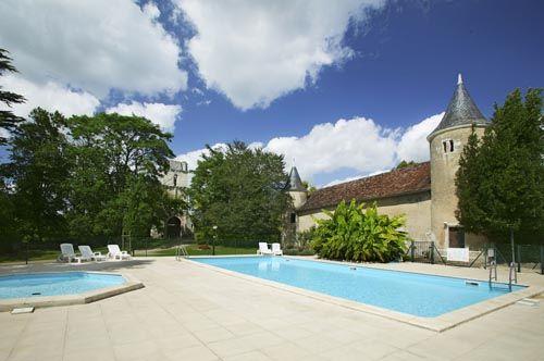 Castel Le Petit Trianon de St Ustre #Camping #Futuroscope #4étoiles #LesCastels #PoitouCharentes #Vacances #Piscine #Holidays #SwimmingPool