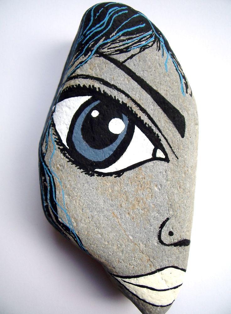 Painted pebble art                                                                                                                                                      Más