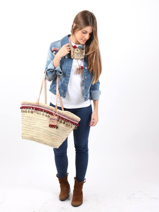 #cazadoravaquera #bohostyle con #capazo #ajuego decorados con pasamanería y monedas, junto a #collareshandmade #ajuego