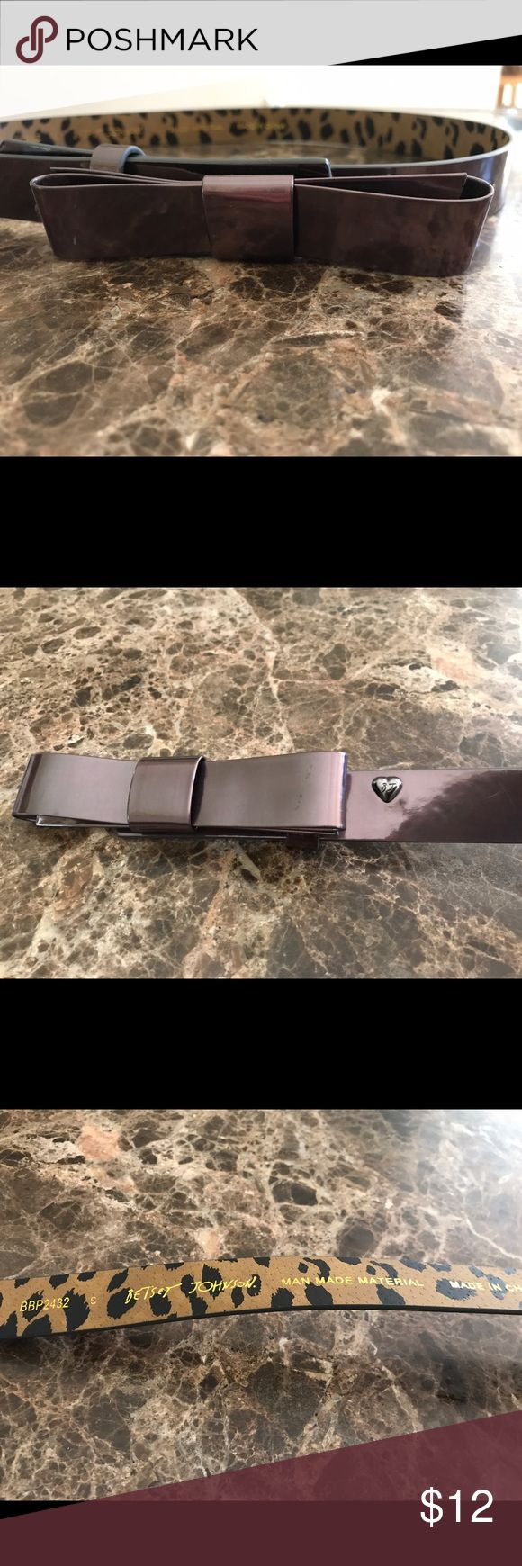BETSEY JOHNSON METALLIC BROWN BOW BELT BETSEY JOHNSON METALLIC BROWN BOW BELT. MARKED AS SMALL. MEASURES APPROX 38 in long n 1 in wide. THIS IS A GREAT BELT Betsey Johnson Accessories Belts